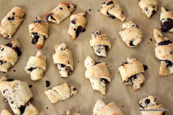 Dark Chocolate Crescent cookies are grain free, gluten free, sugar free, low carb, and a THM S. They are ideal for when you want something a bit sweet.
