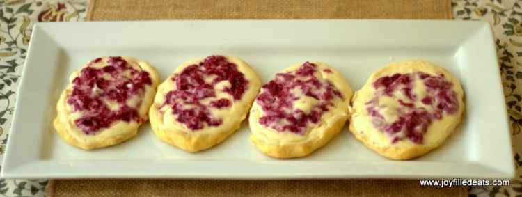 Raspberry Cream Cheese Danish. Four of my favorite words. What makes them better is that these are low carb, grain free, gluten free, sugar free, & a THM S.
