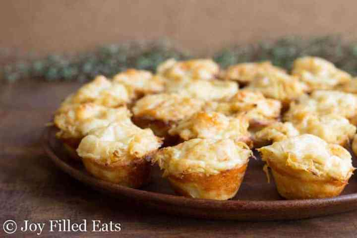 Onion tartlets on a wooden plate