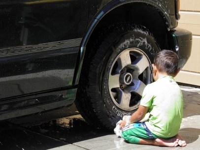 summer gian washing the car