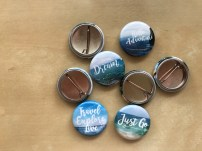 Buttons with travel quotes