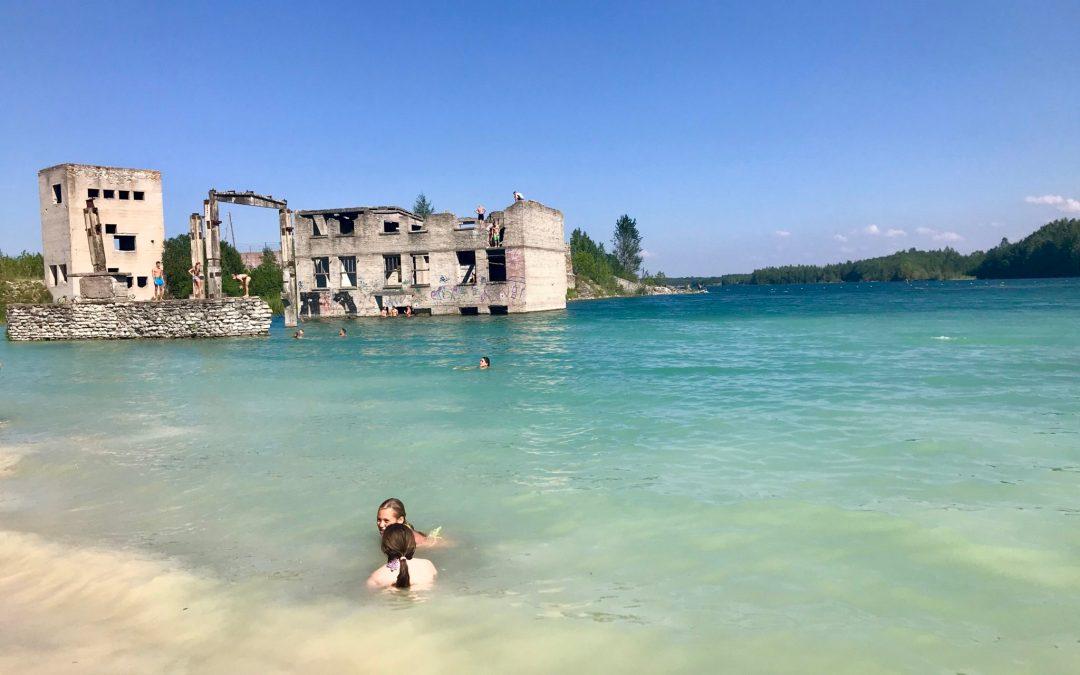 De la prison à la plage paradisiaque