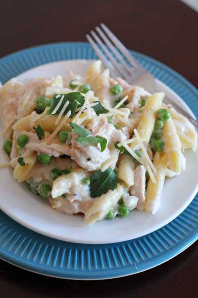 One Skillet Chicken Alfredo and Peas.  It's a 30 minute dinner.  It's creamy, cheesy, and a real comfort food.  And what could be better than it all cooking in one skillet, including the pasta!