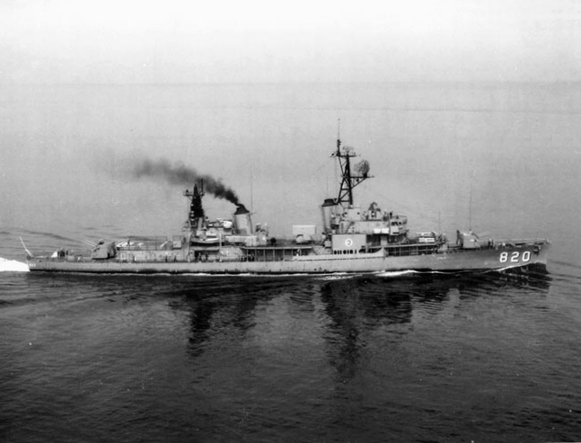 TrowbrUSS_Rich_(DD-820)_underway_in_March_1968