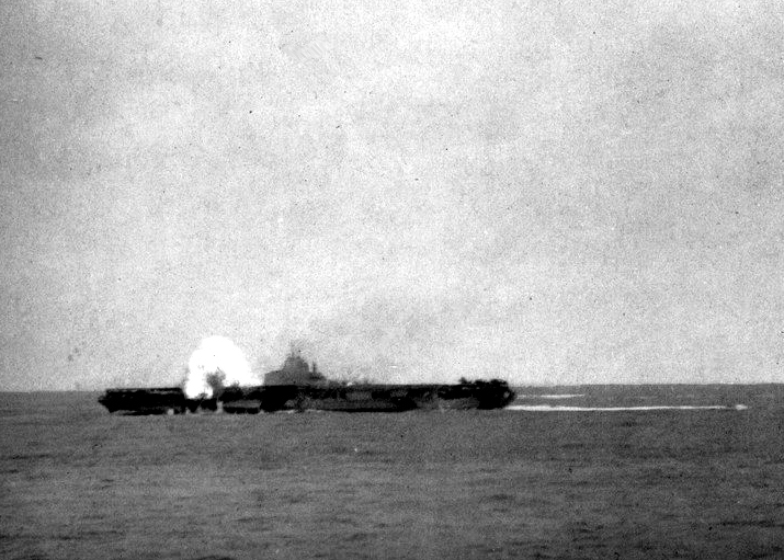 USS_Hancock_(CV-19)_hit_by_kamikaze_1945