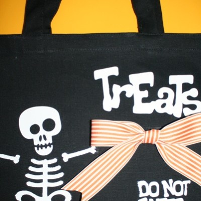 Halloween Vinyl Decorated Trick or Treat Bag – GIVE AWAY