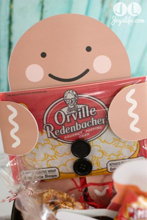 Gingerbread Man Popcorn Holder #EasyGifts Basket with #LetteringDelights #shop