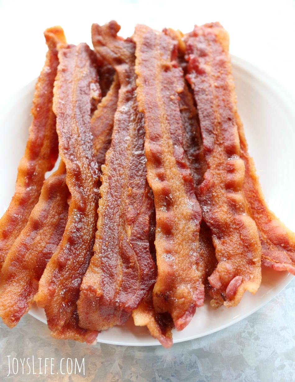 Crustless Bacon Quiche #raiseyourmitt #familymealsmonth