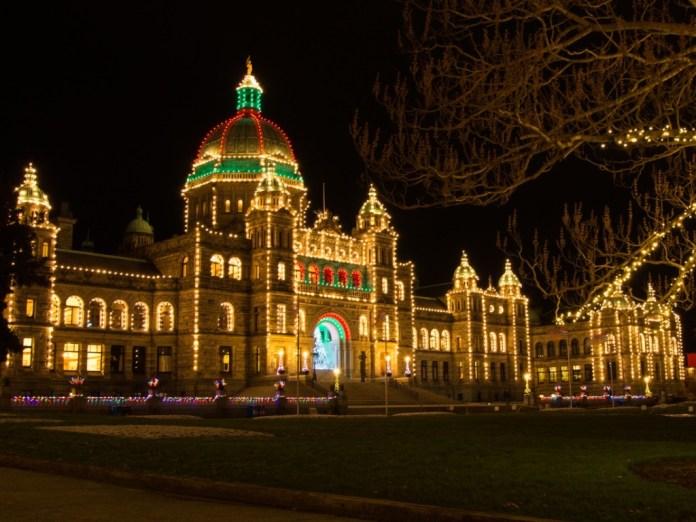 캐나다 겨울 관광, 아름다운 불빛이 수놓는 곳