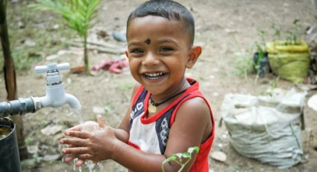 sri-lanka-boy-with-water