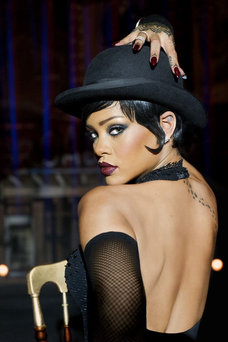 """Rihanna stars in Luc Besson's """" Valerian and the City of a Thousand Planets"""". Photo credit:  Daniel Smith © 2016 VALERIAN SAS – TF1 FILMS PRODUCTION"""