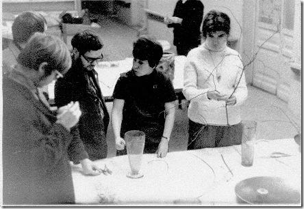 Фото5. Ксения Александровна (в центре) ведёт занятие.Из архива Петровой К.А.