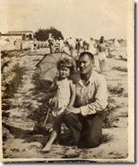 С Отцом за Сунгари на пляже