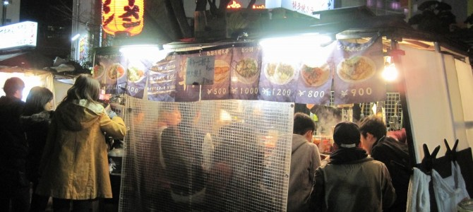 Experiencing the traditional style of food stalls (Yatai) in Japan.