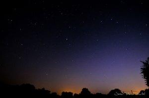 Ciel nocturne du Haut-Quercy, le Soleil fait encore un clin d'œil