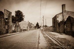 """Oradour Sur Glane - 10 juin 1944. Il est 14h00 lorsque les troupes de la division  """"Das Reich"""" pénètrent dans le village"""