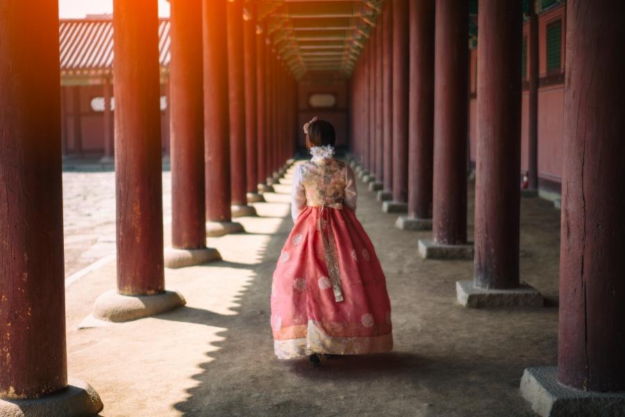 Korea Gyeongbokgung Palace Hanbok Ashutterstock 1092372146