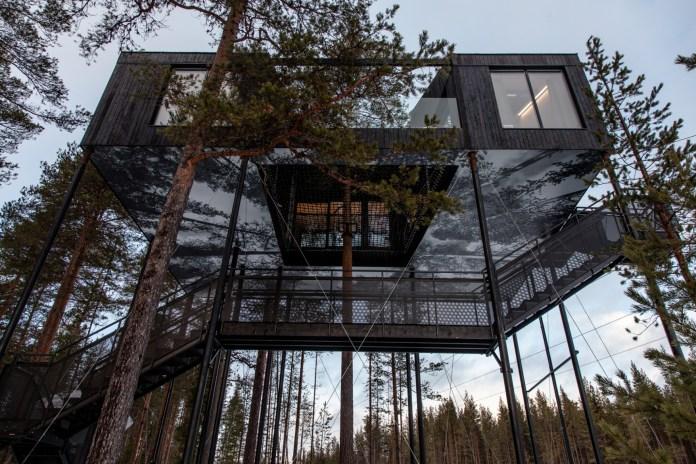 """スウェーデンのツリーハウスキャビン""""The 7th Room""""で至福のひとときを"""