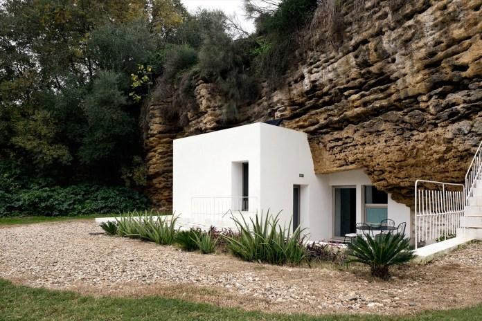 アンダルシアの洞窟にくい込むゴージャスな家