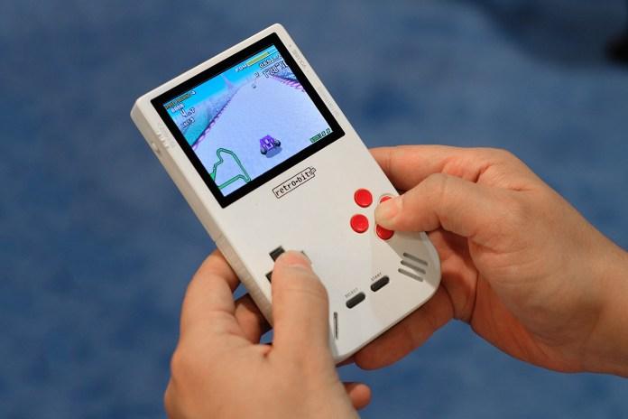 GAMEBOY シリーズのゲーム互換機 Super Retro Boy が今夏発売