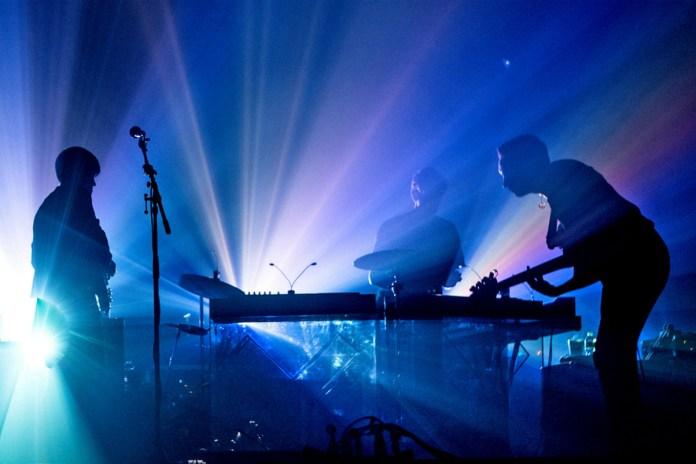 """The xx が米TV番組で """"Lips"""" & """"Say Something Loving"""" のライブパフォーマンスを披露"""