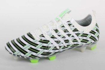 Picture of adidas が トレードマークの侵害で Puma を訴える