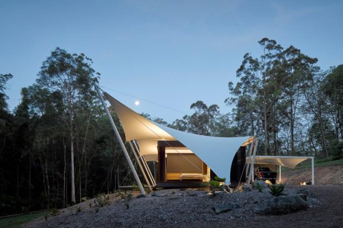 """オーストラリアの大自然の中に建つ """"tent house"""""""