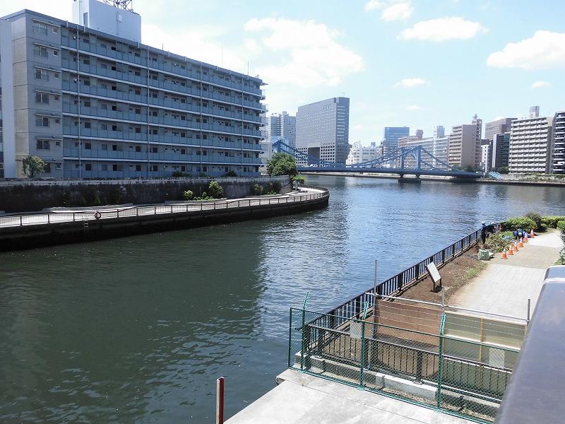 「萬年橋」から臨んだ、小名木川と隅田川