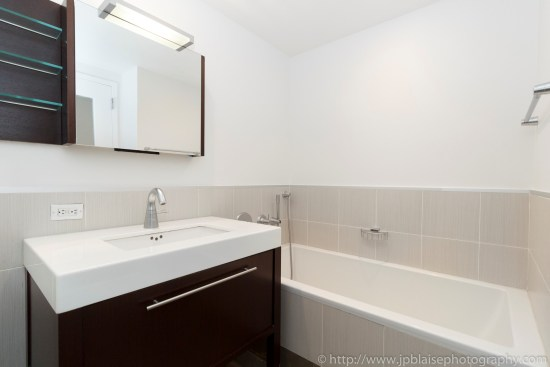 Apartment Photographer New York photoshoot one bedroom condo unit Midtown East ny nyc bathroom