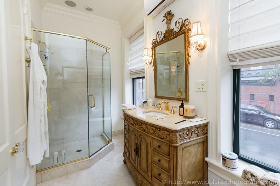 Bathroom of 2 bedroom townhouse in Brooklyn (Boerum Hill)