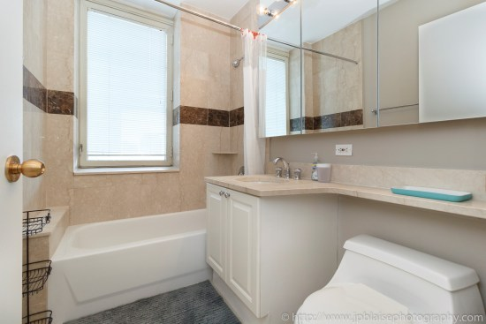 NY Apartement photographer 2 bedroom midtown west bathroom