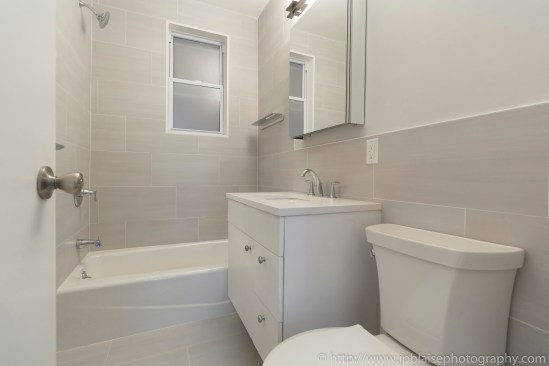 NY apartment photographer lincoln square real estate nyc new york bathroom