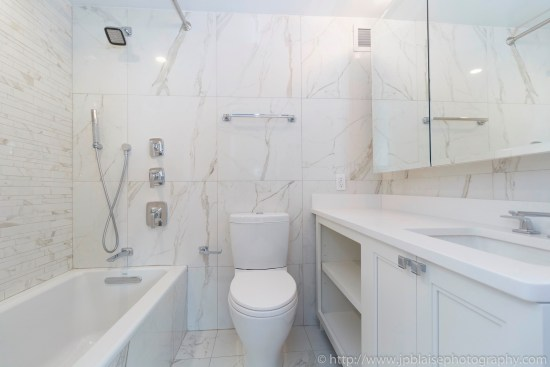 NY apartment photographer real estate interior architectural one bedroom Midtown East Manhattan New York bathroom