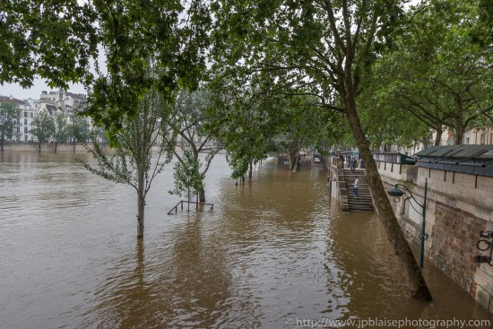 Paris flooding river banks apartment photograper