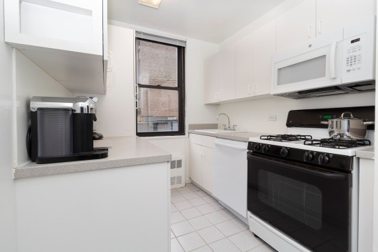 Real estate photographer apartment interior ny nyc new york city murray hill manhattan Kitchen