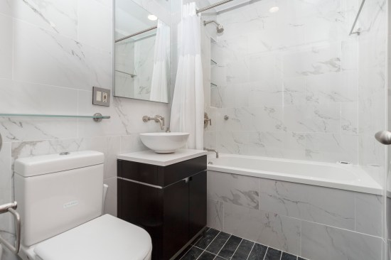 apartment photographer new york ny nyc real estate interior photography chelsea bathroom
