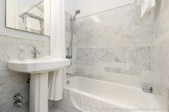 apartment photographer real estate nyc one bedroom midtown east manhattan interior design bathroom