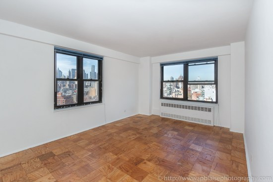 Apartment photographer work: Living room of Lower East Side Apartment with stunning downtown skyline views
