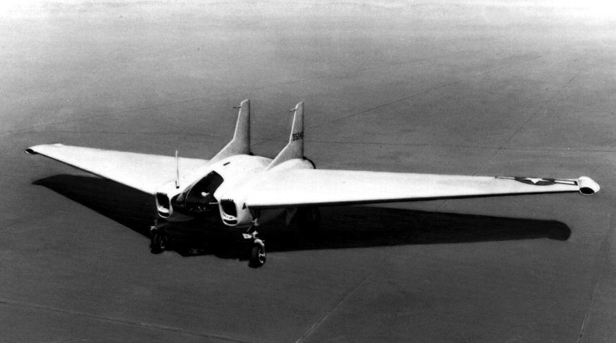 La seule autre aile volante à réaction de la seconde guerre mondiale, le Northrop XP-79B, premier et dernier vol le 12 Septembre 1945