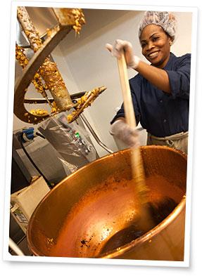 毎日手づくりでお店のキッチンにて少量ずつ丁寧に調理されているギャレット ポップコーン