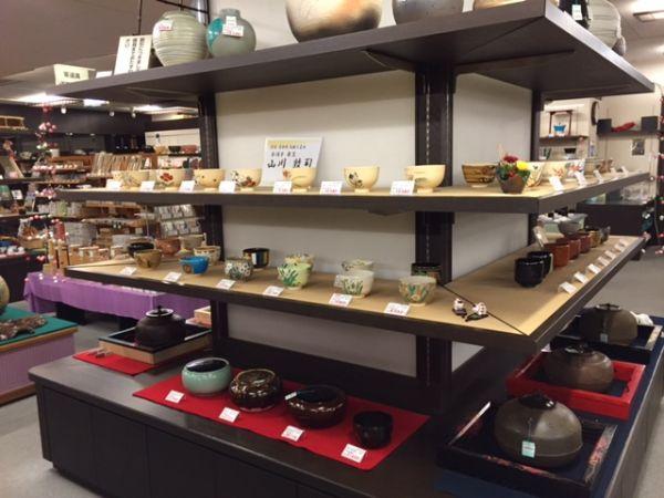 一見さんお断りの心配なし。 京都の茶道具店