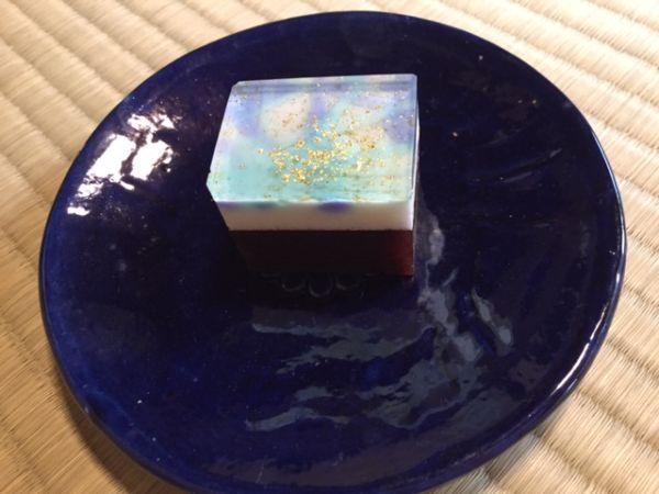 NHK国際放送のロケ地に。茶室における美しい和菓子を海外へ発信。