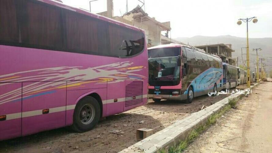75 حافلة من أهالي كفريا والفوعة وصلت الراشدين وارهابيون يعرقلون عدة حافلات