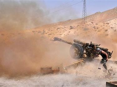 اشتباكات عنيفة بين الجيش وإرهابيي داعش في منطقة المقالع بريف تدمر