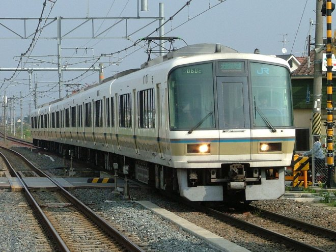 Yamatoji Rapid Service by 221 series