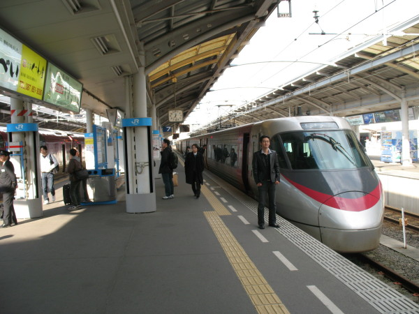 Access to Matsuyama and Uwajima from Okayama and Takamatsu. Limited Express Shiokaze/Ishizuchi