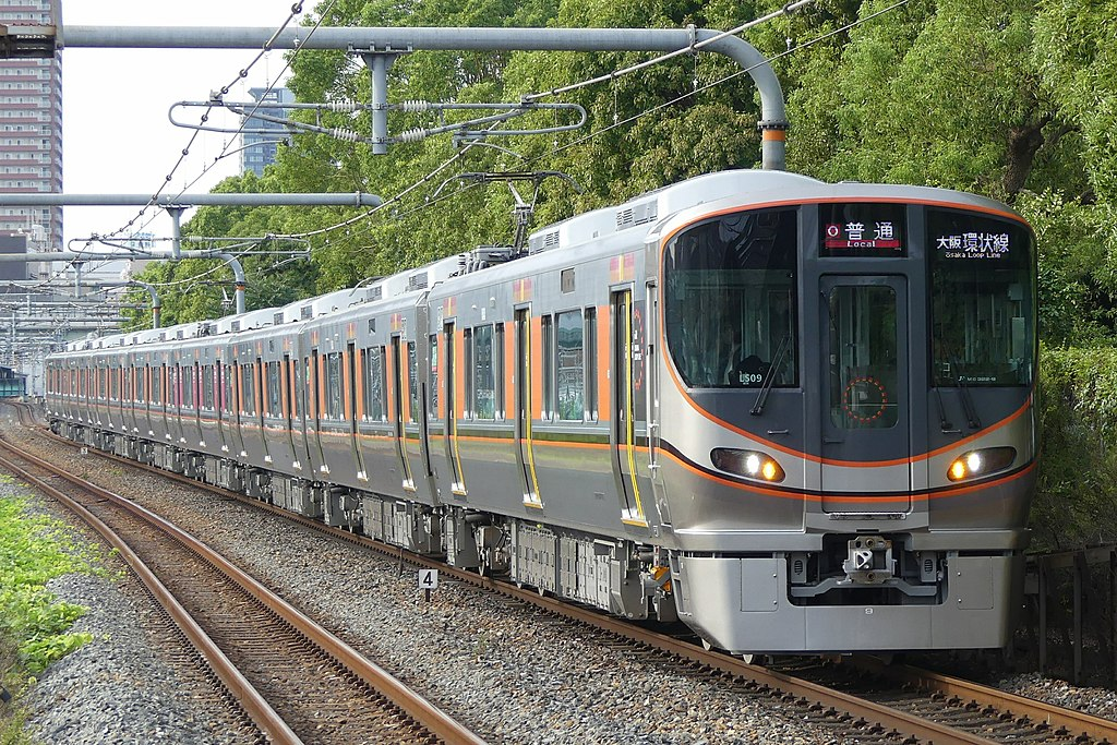 323series on Osaka Kanjo line