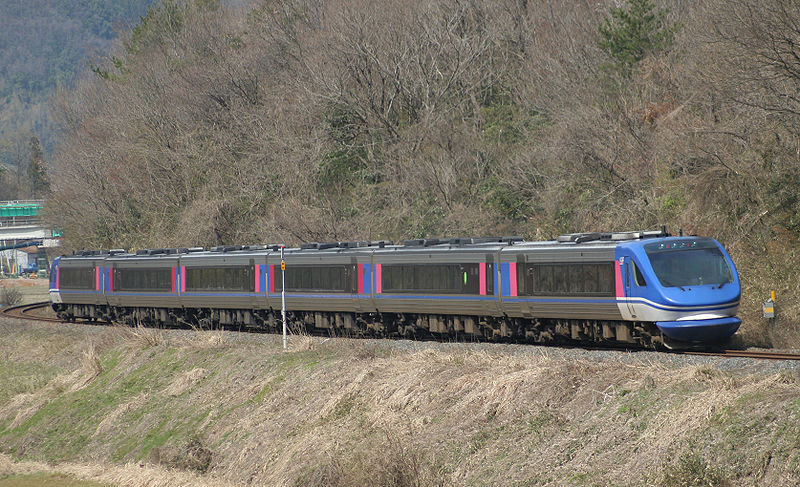 The fastest train access to Tottori from Osaka and Kyoto. Limited Express Super Hakuto