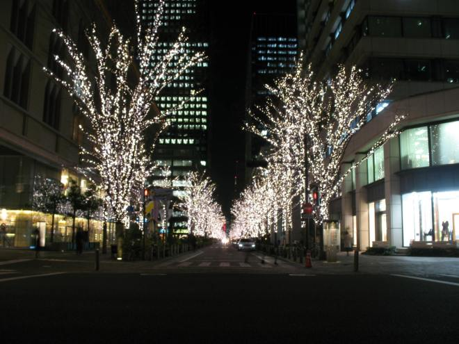 There are lots of night illumination between Marunouchi buildings. (C) JP Rail