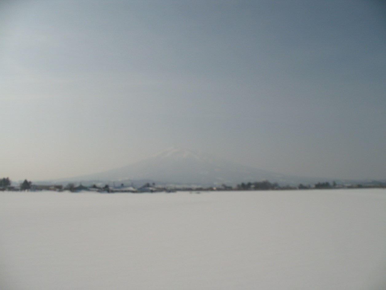 Weather was good but I could not see Mt. Iwaki clearly. (C) JP Rail